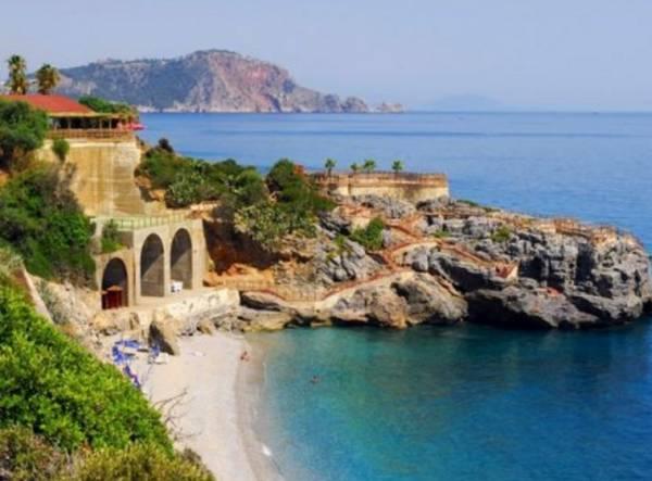В Лацио вы увидите песчаные пляжи с чистейшим морем