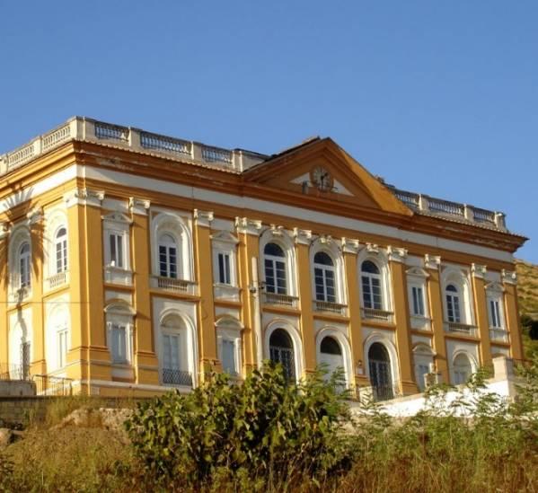 Казерта - знаменитую королевскую фабрику Сан-Леучо