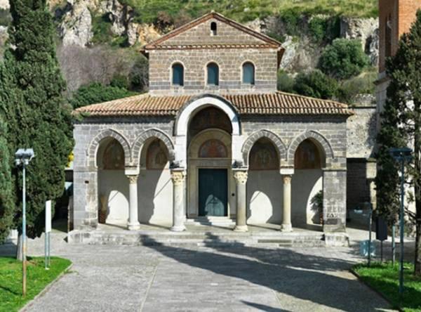 Вы можете полюбоваться базиликой Сант-Анджело, Казерта