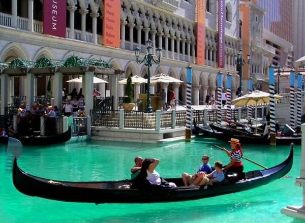 Жалко, что не получилось в Венеции покататься на гондоле