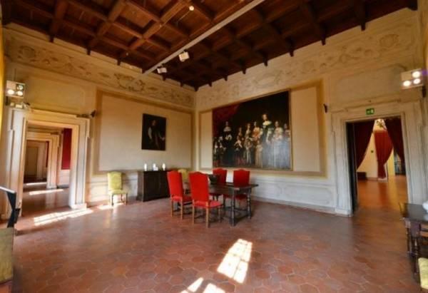 На втором этаже разместилась большая коллекция картин и эскизов