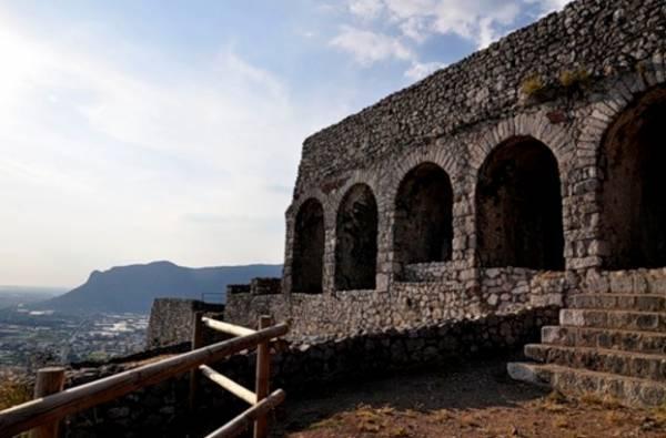 Храм Юпитера, город Террачина, Италия