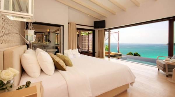 Средиземноморский стиль в домах с большими арочными окнами