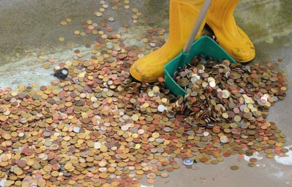 бросание монеток в фонтан Треви, Рим