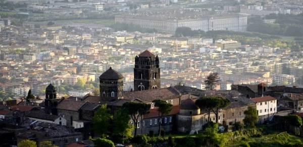 регионе Кампания в провинции Казерта находятся исторические памятники
