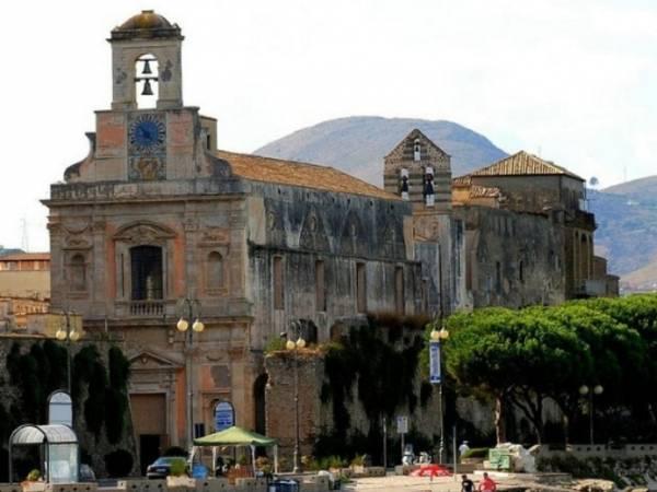 город Гаэта, Италия, церковь Аннунциата