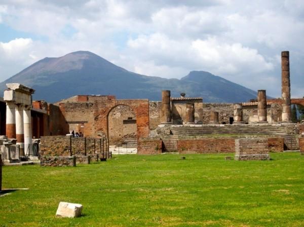 Помпеи - город, погребенный под толщами пепла вулкана Везувий