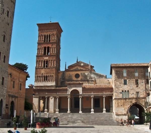 Собор Святого Кесария, город Террачина, Италия