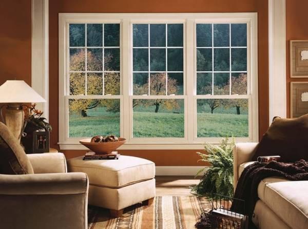 внимание уделяют большим окнам, которые позволяют сделать помещение