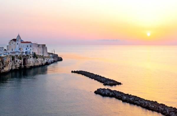восхититься золотыми закатами в региона Апулии