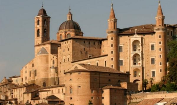 Герцогский замок - Урбино, Италия