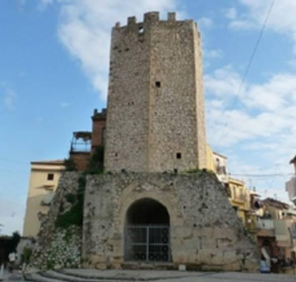 знаменитая башня Торре дель Кастеллоне