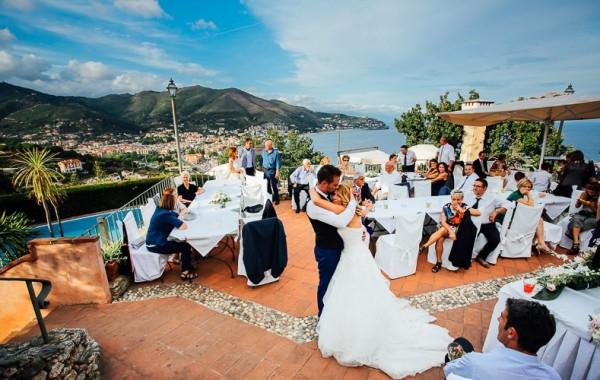 прекрасным выходом может стать свадьба в Италии