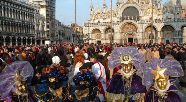 Для начала, говорят, что в Венеции можно провести максимум два дня