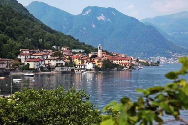 Италия славится своими неповторимыми озёрами – озеро Комо
