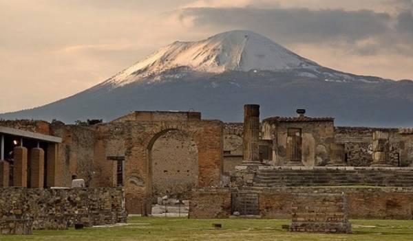 извержение Везувия стало концом знаменитого города Помпеи