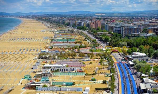 пляжным курортом в Италии считается Римини на побережье Адриатики