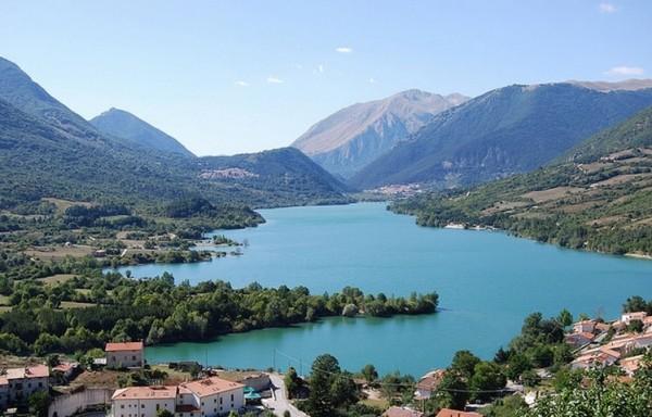 Абруццо Здесь можно посетить большое количество парков и заповедников