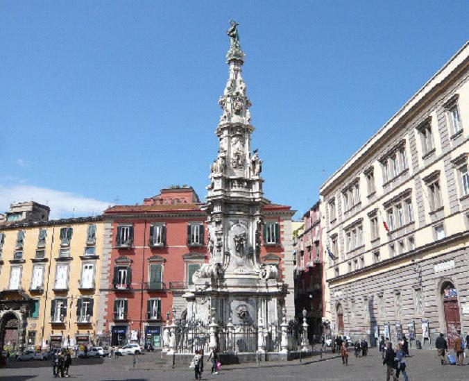 Неаполь становится втором по величине городом Европы после Парижа.