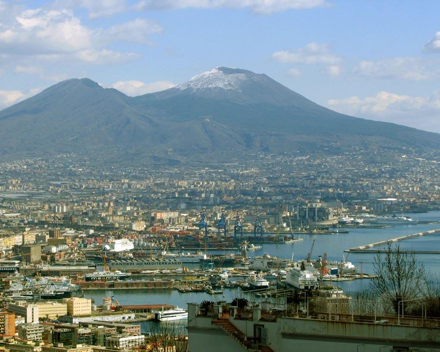 И конечно нельзя не отметить вулкан Везувий