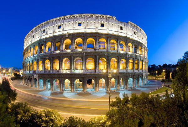 Величественный Колизей в Риме