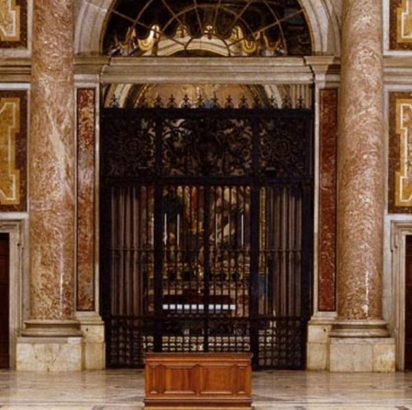 Работы собора Святого Петра представляет собой архитектурную ценность