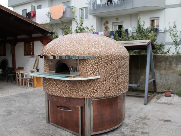 Италия. Ручной работы неаполитанские печи для пиццы