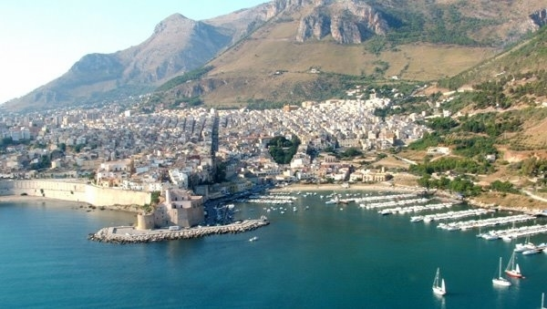 порт города Кастелламмаре-дель-Гольфо
